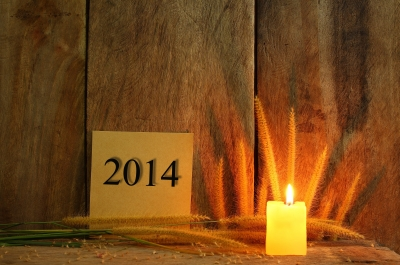 ID-100222222 Still Life With 2014 Wrote On Notepad And Candle Light On Wooden by samuiblue